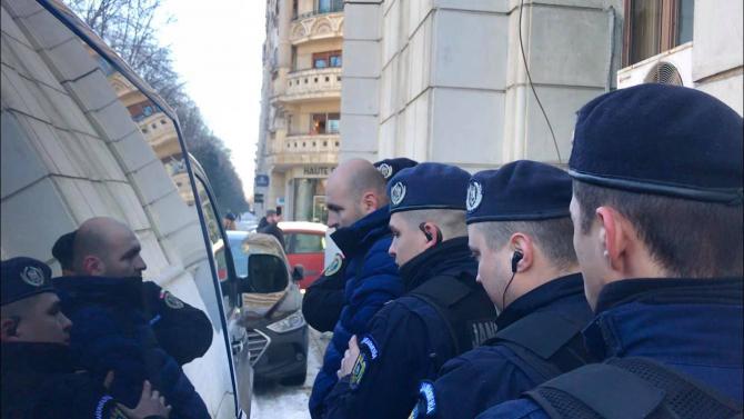 Violențe la CNA: S-a forțat intrarea în clădire. Dide, amendat după îmbrânceli cu jandarmii