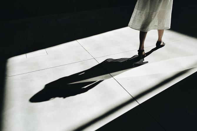 'Upskirting' - Fotografii sub fustele femeilor. Ce poți păți