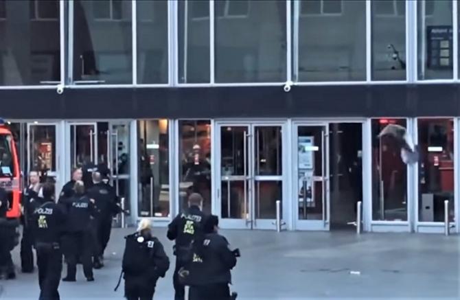 Atac armat în Gara Centrală din Koln