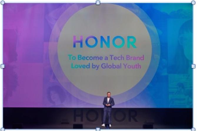 George Zhao, la lansarea globală HONOR View20 de la Paris cu noul logo