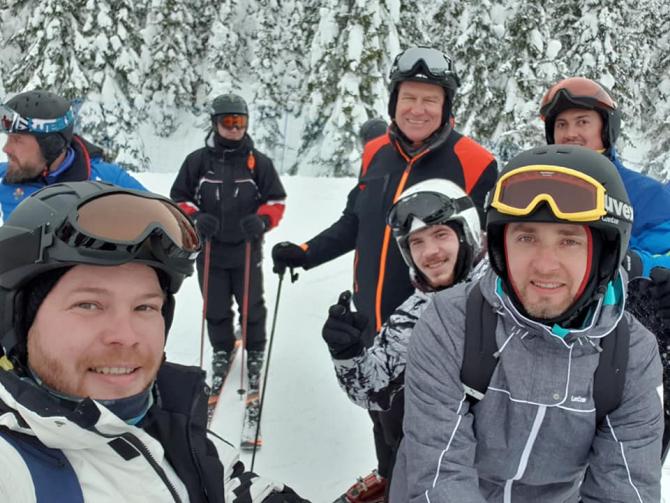 Klaus Iohannis la schi. foto: facebook / Moga Marian Bogdan