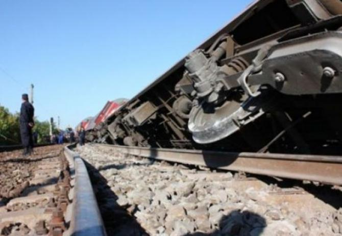 Tren deraiat. Foto cu caracter ILUSTRATIV