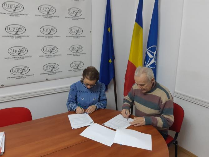 Ioana Ramona Mezei și Doru Dinu Glăvan în momentul semnării protocolului