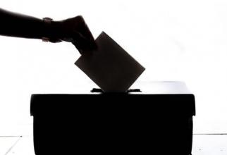 Cititorii DCnews pot vota acum candidații pentru Bruxelles și Cotroceni