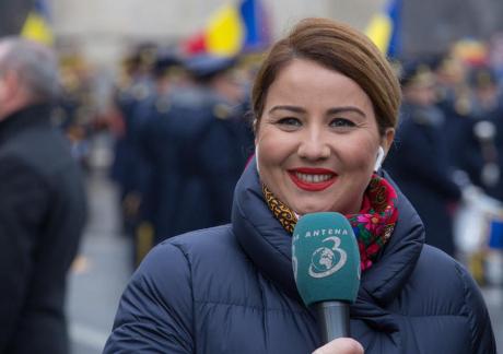 Sabina Iosub (Antena 3) - Rochie Cristallini - Viva!  |Sabina Iosub