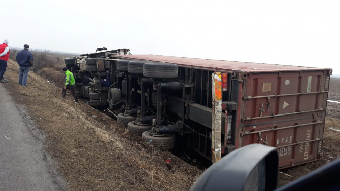 Camion rasturnat - foto ilustrativ
