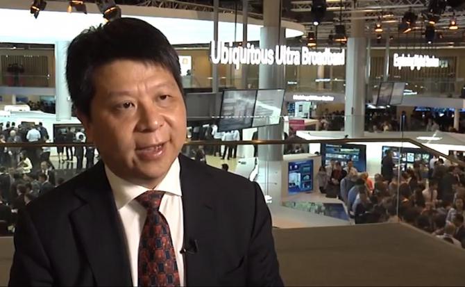 Directorul Huawei, Guo Ping, congresul mondial al telecomunicaţiilor de la Barcelona.