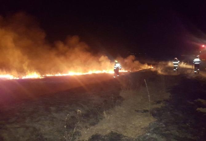 Incendiu puternic în Deltă. Mii de hectare arse. foto: ISU Tulcea