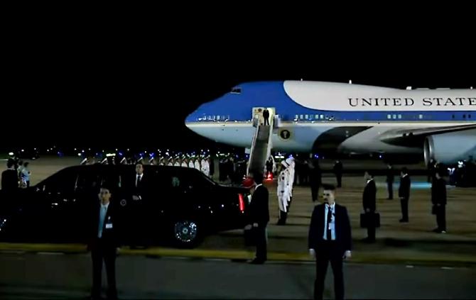 Donald Trump a sosit la Hanoi. Summit-ul cu Kim poate începe
