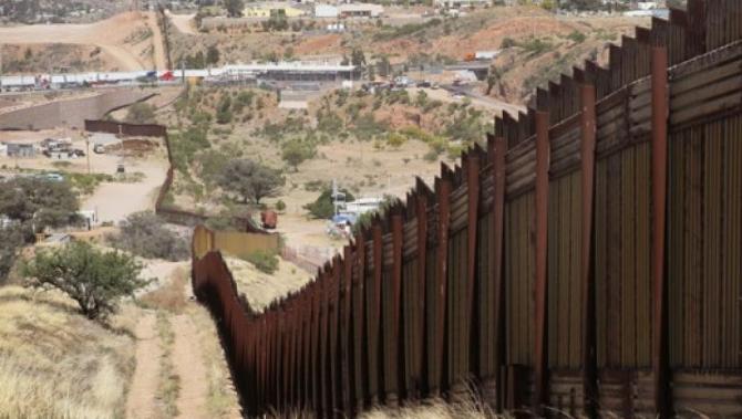Trump: La graniţa cu Mexicul este un stat 'fără lege'