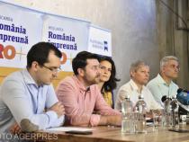 Vlad Voiculescu, la masă cu Dacian Cioloș și alți membri de partid