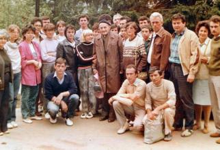 Alexandru Brad , alături de filosoful Constantin Noica și grupa  Facultății de Ziaristică, la Pâltiniș, iulie, 1996