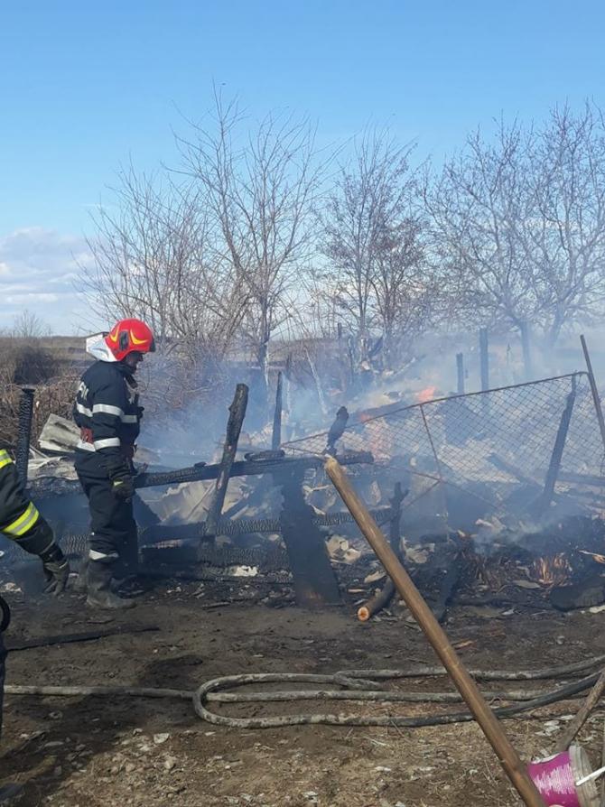 FOTO: ISU Vrancea / incendiu vegetație