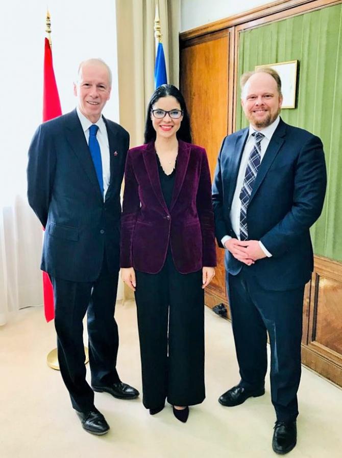 Împreună cu domnul cu Stéphane Dion şi domnul Kevin Hamilton, ambasadorul Canadei în România