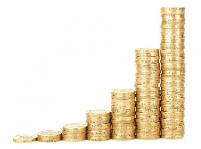 De câți bani au nevoie românii pentru a scăpa de grijile financiare?