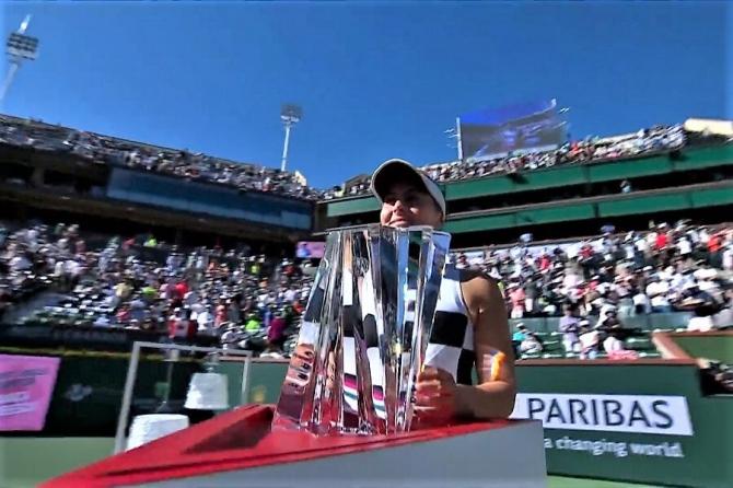 Simona Halep clasament WTA. foto: Bianca Andreescu, trofeu la Indian Wells