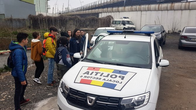 Polițiștii Sectorului 6, vizitați de elevi