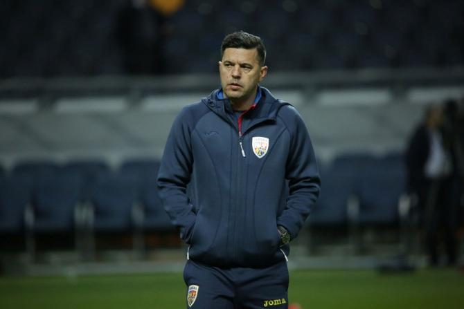 Selecționerul Cosmin Contra crede că România a reușit să arate un fotbal bun, dar jucătorii au făcut greșeli copilărești.. foto: FRF