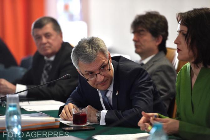 Catalin Daniel Zamfir, presedintele Comisiei Economice, Industrie si Servicii din cadrul Senatului, participa la sedinta Comisiei.