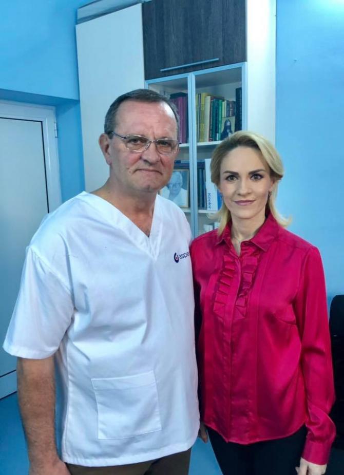 Gabriela Firea, alături de medicul Iulian Brezean