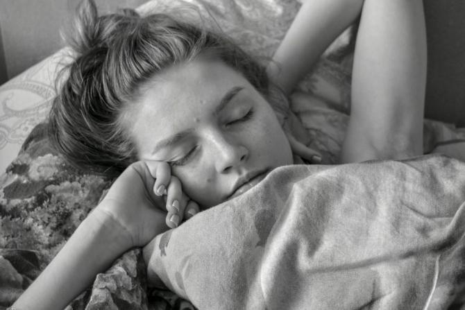 Inerția de somn și somnolența te pot da peste cap întreaga zi