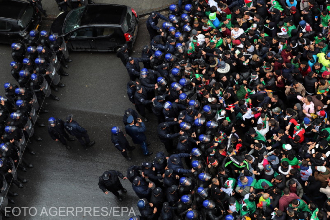 Un milion de oameni au ieșit pe străzi în Algeria pentru a cere demisia președintelui