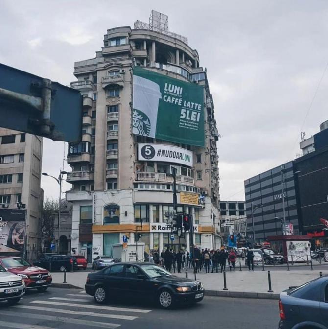 """Război al reclamelor între Starbucks și """"5 to go"""" în Piața Unirii"""