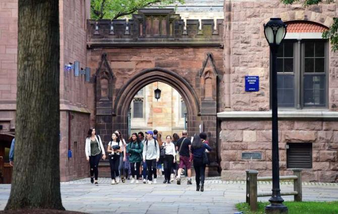 Universitatea Yale a decis exmatricularea unei studente care si-a ocupat locul prin mita