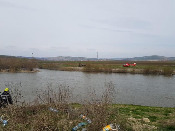 Un copil căzut în râul Mureș a fost salvat cu elicopterul SMURD. FOTO/VIDEO: ISU Mureș