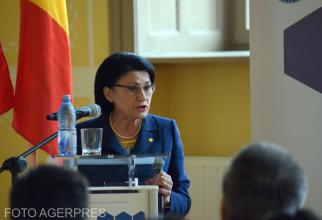 Ministrul Educatiei, Ecaterina Andronescu, participa la o intalnire cu profesori,
