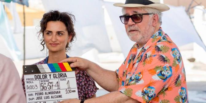 Penelope Cruz și Almodovar pe platourile filmului Dolor y gloria