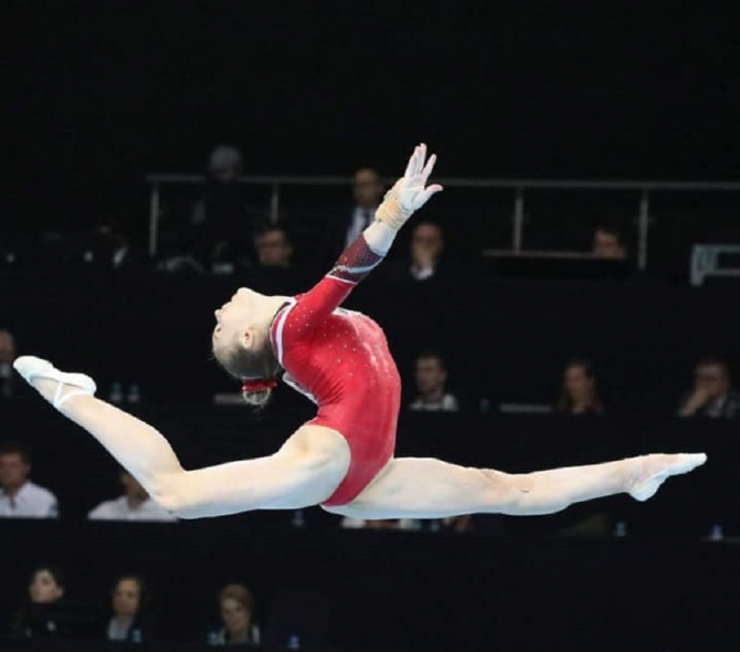 Denisa Golgotă s-a clasat pe locul 5 în finala de la bârnă. foto: FRG / @www.romgym.ro / FB