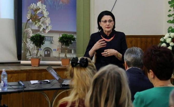 Ecaterina Andronescu, ministrul Educației, despre școala online