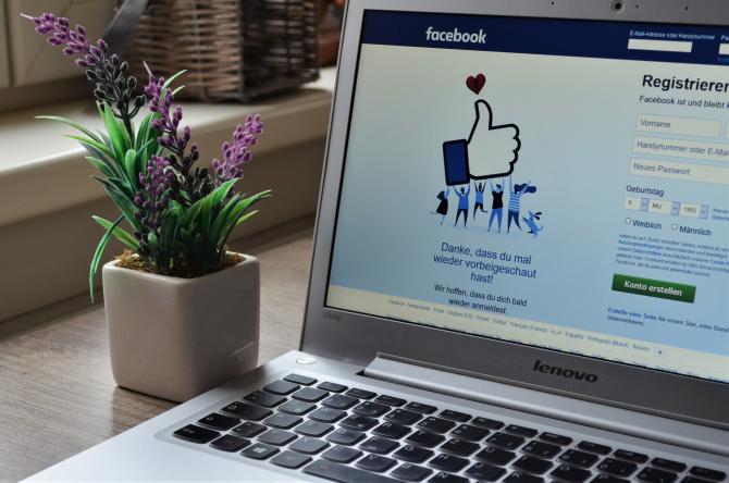 Facebook - Rețea de socializare