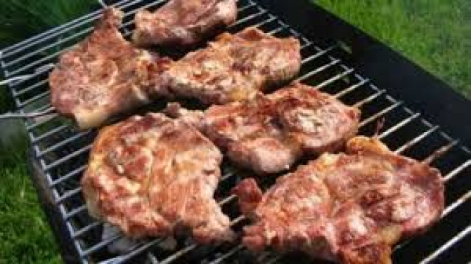Carnea la grătar, toxică pentru sănătate