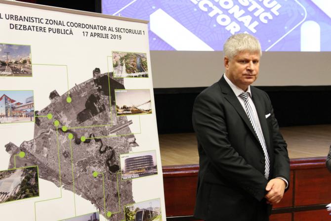 Primarul Dan Tudorache explică de ce este necesar demararea acestui proiect. Foto C. Andreescu