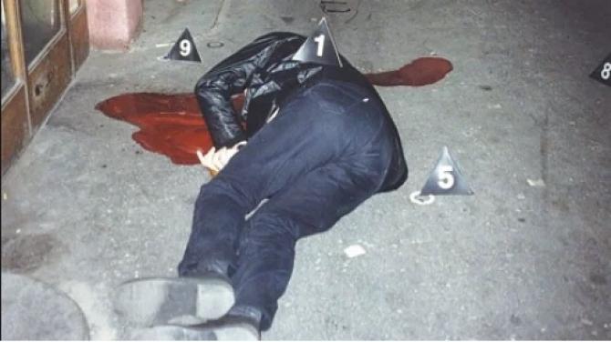 Slavko Curuvija, care era pe atunci directorul a două publicaţii independente, Dnevni Telegrad şi Evropljanin, a fost împuşcat mortal în aprilie 1999