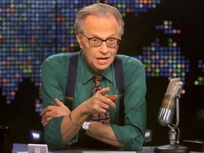 Jurnalistului Larry King i-au fost puse mai multe stenturi