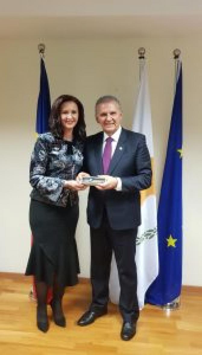 Ministrul Romanilor de Pretutindeni, Natalia Intontero si consilierul prezidential Photis Photiou