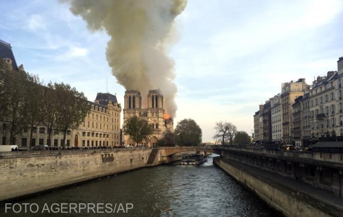 Incendiu Notre Dame - Paris