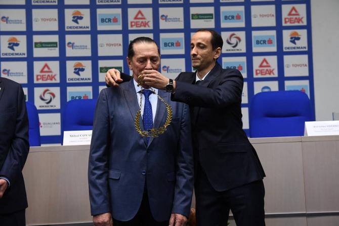 Ivan Patzaichin, cea mai înaltă distincţie a Comitetului Olimpic. foto:@olympicromania - FB