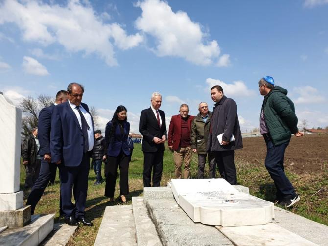 Ana Birchall la Huşi: Vandalizarea celor peste 70 de monumente funerare din Cimitirul Evreiesc din Huşi reprezintă un gest profund regretabil la adresa victimelor şi supravieţuitorilor Holocaustului