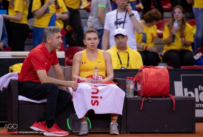 Florin Segărceanu și Simona halep, pauză meci. foto: Romania Fed Cup Team @romaniafedcup - FB