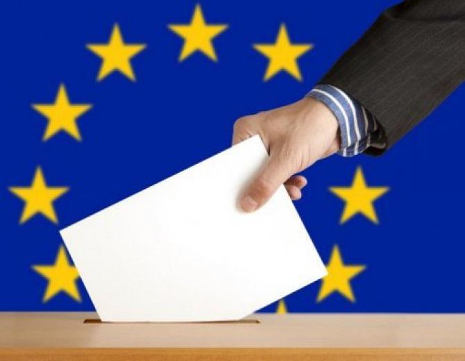 Peste 450 de candidaţi, reprezentanţi ai unor formaţiuni politice sau independenţi, îşi dispută cele 33 de mandate de europarlamentar
