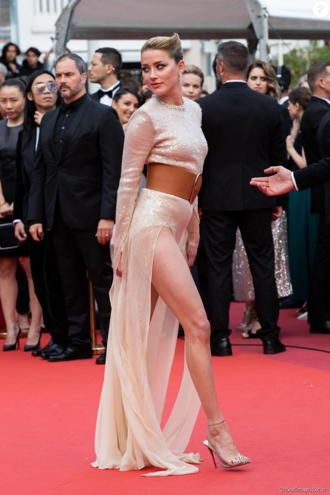 Actrita Amber  Heard  a venit să susțina filmul Les Miserables în seara oremierei