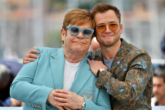 Elton John și actorul Raron Egerton