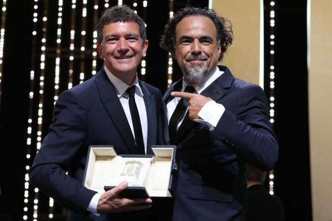 Premiatul Antonio Banderas și președintele juriului, Inarritu