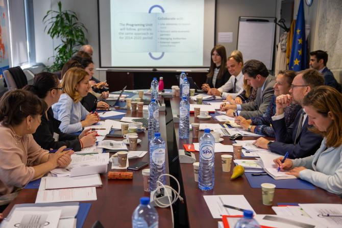 Romania, printre primele state membre UE care poartă discuţii la COmisia Europeană pe tema investiţiilor pe bani europeni în exerciţiul financiar 2021 - 2027