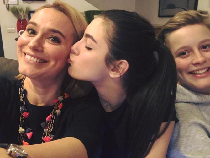 Andreea Esca, alături de cei doi copii