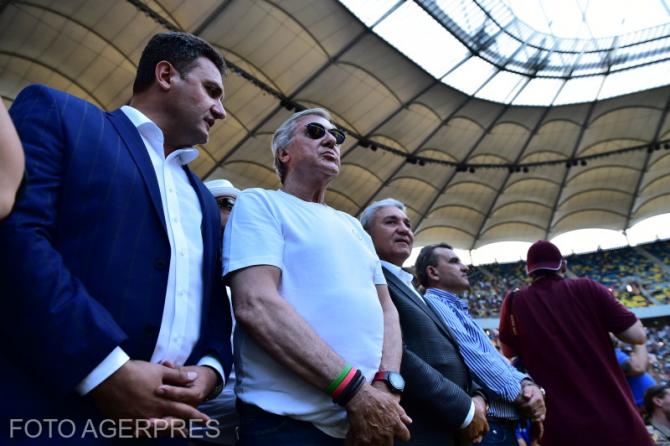 George Cosac, presedinte FRT, Ilie Nastase si Stere Halep participa la ceremonia in cadrul careia jucatoarea de tenis Simona Halep, numarul 1 mondial WTA, prezinta trofeul cucerit la Roland Garros